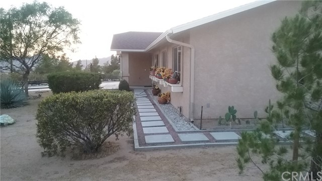 22686 Saguaro Road, Apple Valley CA: http://media.crmls.org/medias/9a2705ef-0d74-4e0f-9969-740aa197e9a4.jpg