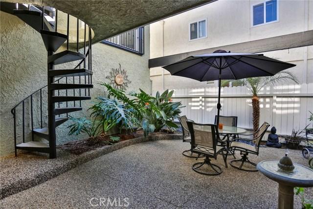210 12th Street, Huntington Beach CA: http://media.crmls.org/medias/9a2e077c-9c67-4e5b-805a-45b499c891ab.jpg