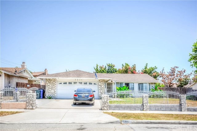 Great home with large lot located in a great area of Fontana centrally located around shopping and public transportation, close to & Victoria Mall.