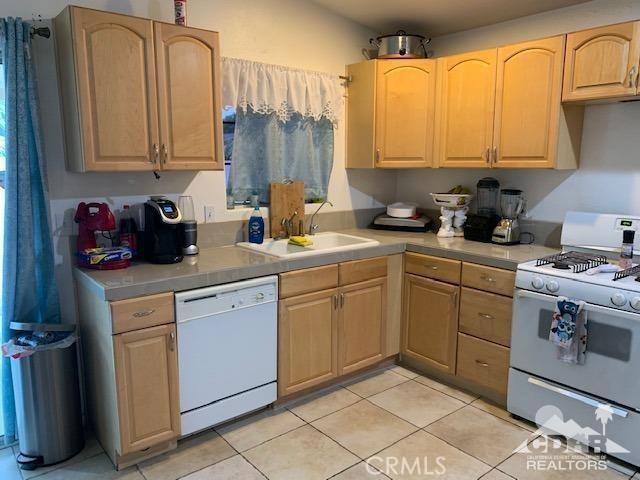 13770 Ramona Drive, Desert Hot Springs CA: http://media.crmls.org/medias/9a6ecc98-0b17-4b29-bda8-66076b595598.jpg