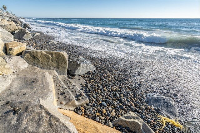 933 S Pacific Street, Oceanside CA: http://media.crmls.org/medias/9ac4ad41-e8bd-4e6d-ab1e-50ba82454ce1.jpg