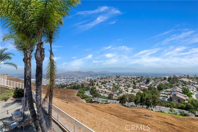 16262 Skyridge Drive, Riverside CA: http://media.crmls.org/medias/9ad4f105-c3a5-426c-a263-d522cf155f66.jpg