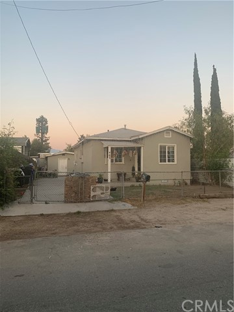 465 Cabrera Avenue, San Bernardino CA: http://media.crmls.org/medias/9ae08a2b-6744-4409-81fd-88c91a448973.jpg