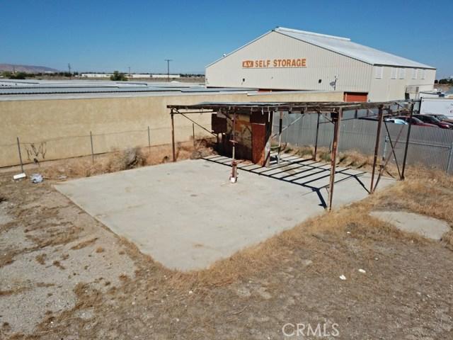 916 E Avenue P8, Palmdale CA: http://media.crmls.org/medias/9ae5caf5-33f8-47fb-86ae-783ab47ea4ab.jpg