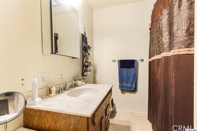 19328 Newhouse Street, Canyon Country CA: http://media.crmls.org/medias/9ae71af8-afd3-4964-9f96-651c03bd4766.jpg