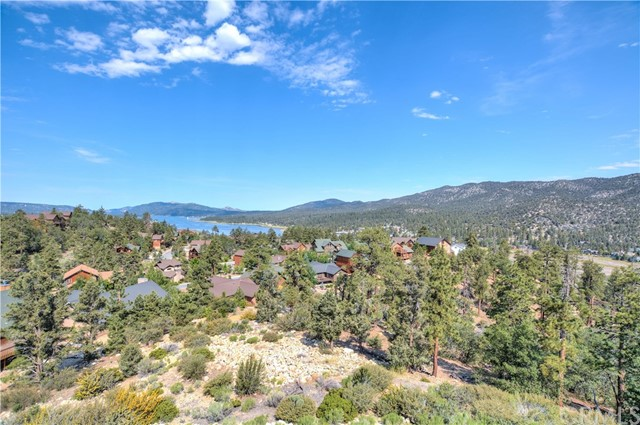 Single Family Home for Sale at 438 Starlight Circle Big Bear, California 92315 United States