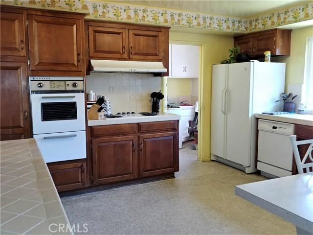 386 Deborah Court, Upland CA: http://media.crmls.org/medias/9b5a0a0a-b731-4d5f-9b88-2602d1aefc36.jpg
