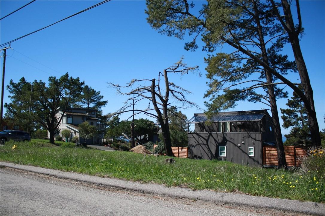 1 Richard Avenue, Cambria CA: http://media.crmls.org/medias/9bcc3c92-97d0-4fc3-9015-91a2d47182eb.jpg