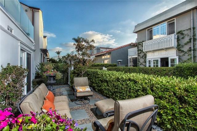 125 Via Mentone, Newport Beach CA: http://media.crmls.org/medias/9bd05992-016c-4b85-a9ba-215f93c3f7e5.jpg