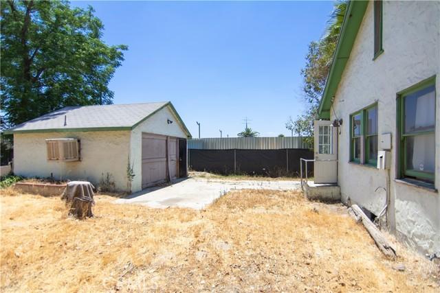 845 Preston Street, San Bernardino CA: http://media.crmls.org/medias/9bdc320d-7668-4eba-a49d-2eacec643be7.jpg