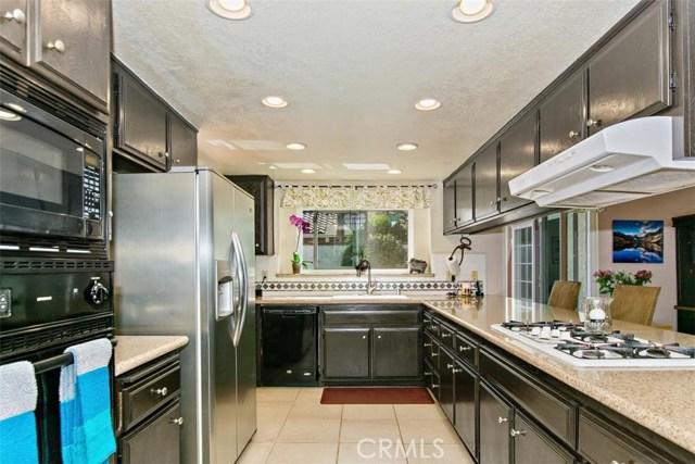 10425 Poplar Street, Rancho Cucamonga CA: http://media.crmls.org/medias/9c0c11cb-dd52-4d03-b2ac-1c139f1d87dd.jpg