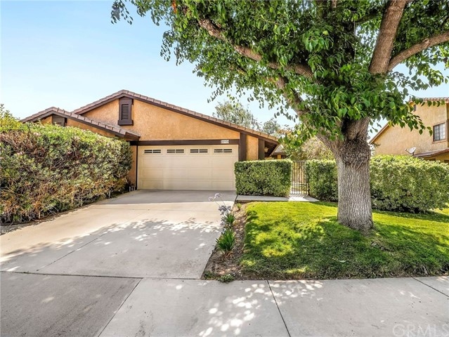 Detail Gallery Image 1 of 19 For 25935 Palomita Dr, Valencia, CA 91355 - 3 Beds   2 Baths