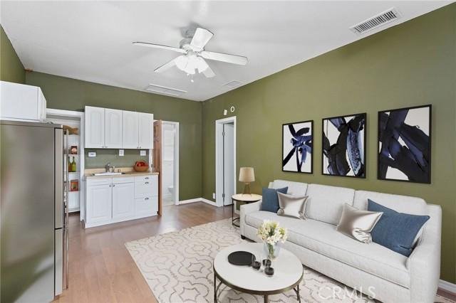 324 W Kendall Street, Corona CA: http://media.crmls.org/medias/9c24557d-be28-48ab-99ab-7e27cbbe7c84.jpg