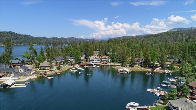 39339 Blue Jay Drive, Bass Lake CA: http://media.crmls.org/medias/9c526db4-57be-4fe8-82d0-1c902b305d6d.jpg