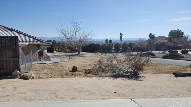 16341 Tude Road, Apple Valley CA: http://media.crmls.org/medias/9c6b0e74-0d05-4f81-9fd8-e60dfa205d29.jpg