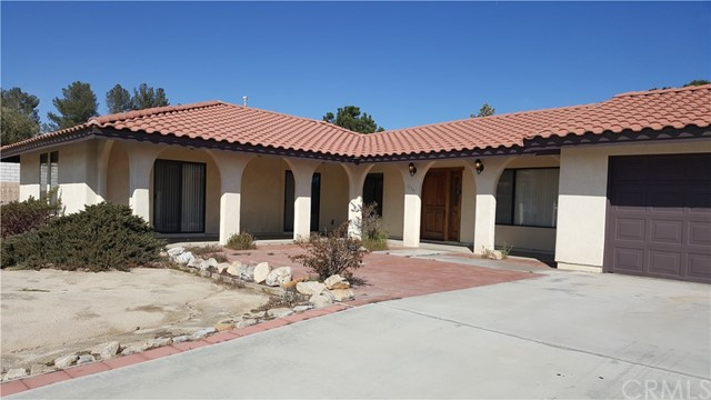 16341 Tude Road, Apple Valley CA: http://media.crmls.org/medias/9c77a4be-903d-4f4a-b2f4-89b67553d49d.jpg