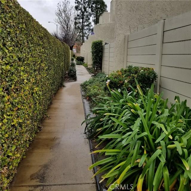 5686 Los Angeles E, Simi Valley CA: http://media.crmls.org/medias/9c7ef184-2ebb-40a1-b6ca-770d623cb286.jpg