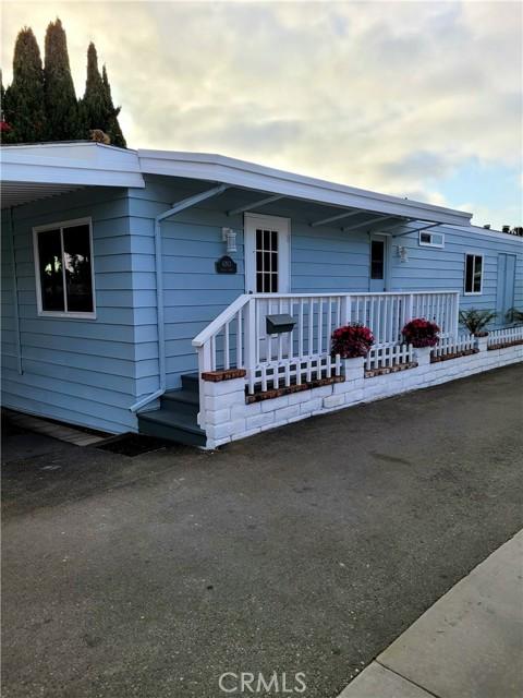 6203 Golden Sands Lane, Long Beach CA: http://media.crmls.org/medias/9ca11166-cda1-4449-bf05-240e1ed0e21e.jpg