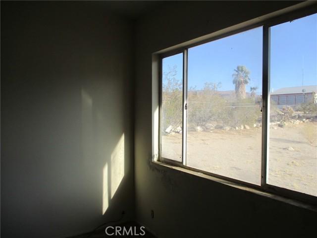 74622 A & B Sunrise Drive, 29 Palms CA: http://media.crmls.org/medias/9ca40225-6986-4d8b-b8dd-11925906b578.jpg