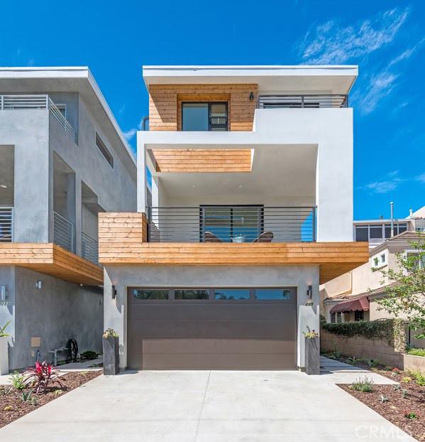 Single Family Home for Sale at 235 Alabama St Huntington Beach, California 92648 United States