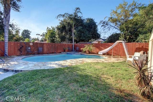 607 Royce Street, Altadena CA: http://media.crmls.org/medias/9cbb53b5-e066-4be6-b540-4a933dc488b9.jpg