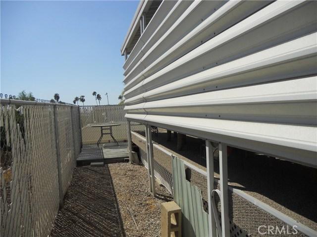 26057 Queen Palm Drive, Homeland CA: http://media.crmls.org/medias/9cd61c4a-86a6-499a-8ee5-3258ead442b6.jpg
