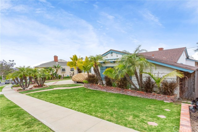 5811 S Holt Ave, Ladera Heights, CA 90056 photo 2