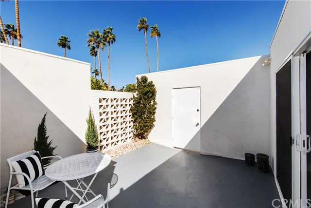 1840 Sandcliff Road, Palm Springs CA: http://media.crmls.org/medias/9d15228a-07e6-42d0-b176-fe0c1d105bb9.jpg