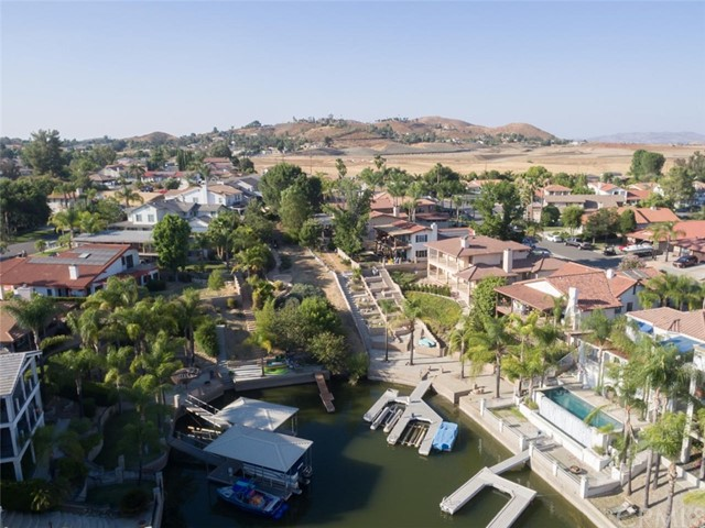 30099 White Wake Drive, Canyon Lake CA: http://media.crmls.org/medias/9d73aa85-7949-489e-9c02-149ed5a24106.jpg