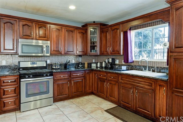 Single Family Home for Sale at 1514 Walnut Avenue 1514 Walnut Avenue Long Beach, California 90813 United States