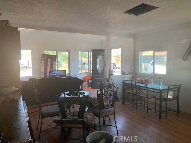 9004 Olive Street, Fontana CA: http://media.crmls.org/medias/9d9a100c-cfab-40ea-9db2-dfe5525e676a.jpg