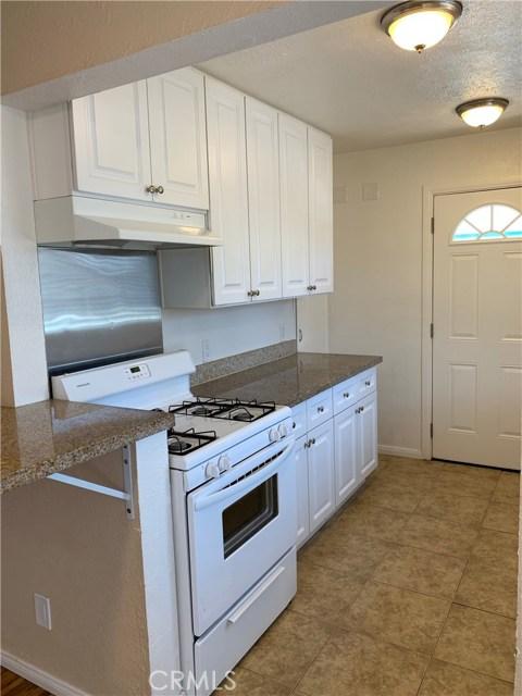 1035 Laurel Avenue, Pomona CA: http://media.crmls.org/medias/9db2f60b-9a4e-4304-95b2-5106db770504.jpg