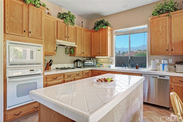 35607 Calle Sonoma, Cathedral City CA: http://media.crmls.org/medias/9db68b66-000f-4ec3-a23f-e32bec2d227e.jpg
