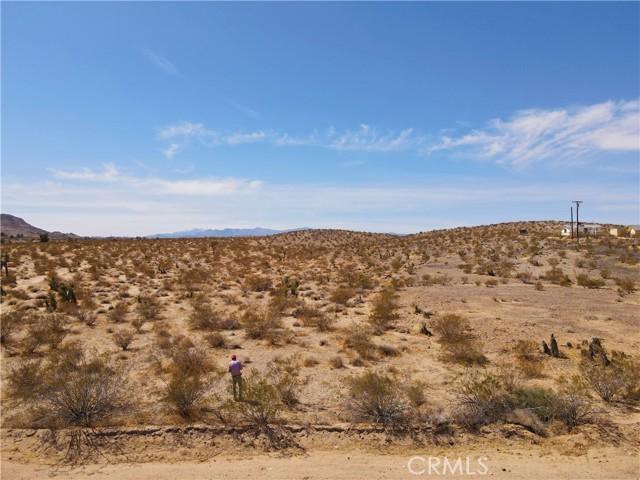 5992830 Border Road, Joshua Tree CA: http://media.crmls.org/medias/9dc68a73-4951-469b-8e24-167c68db0e73.jpg