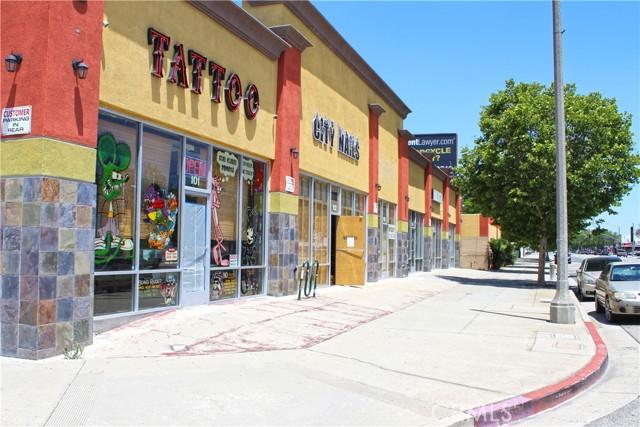 695 W Holt Ave, Pomona CA: http://media.crmls.org/medias/9df3225f-62eb-4b89-a4ca-ff64d1e5b10d.jpg