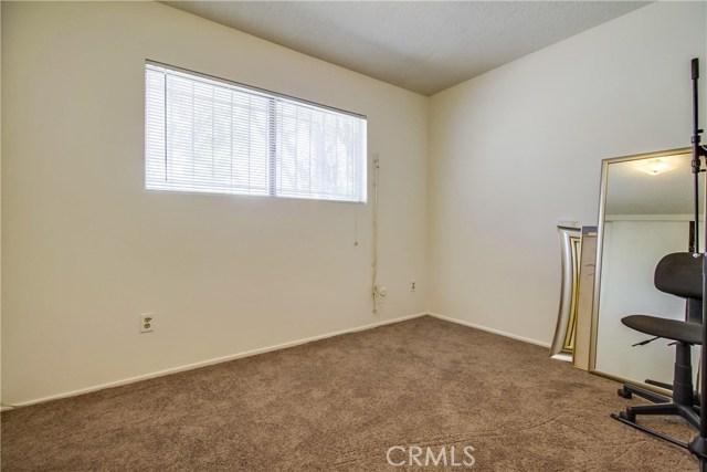 9009 Oneida Avenue, Sun Valley CA: http://media.crmls.org/medias/9e34b51a-9b38-41c1-8452-0b91bf395d59.jpg