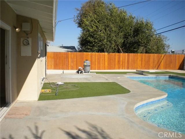 16321 Yucca Avenue, Victorville CA: http://media.crmls.org/medias/9e5325c0-0da1-4539-9742-e7d9bb599cf2.jpg