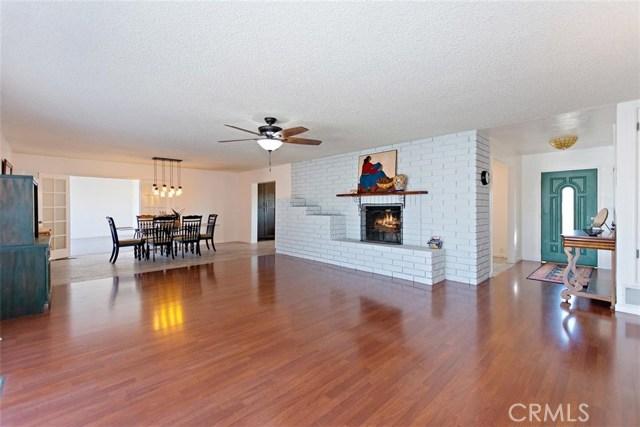 16498 Villa Drive, Victorville CA: http://media.crmls.org/medias/9e5f2f6d-f0f4-437c-8908-6b941f62b744.jpg