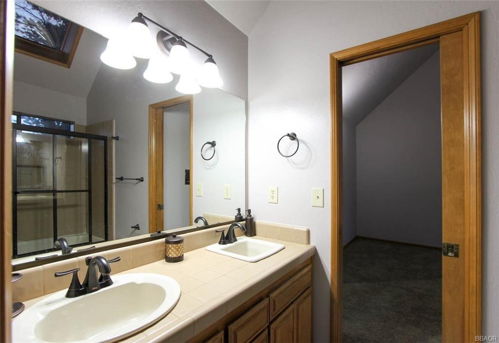1290 Innsbruck Drive, Lake Arrowhead CA: http://media.crmls.org/medias/9e71a5c0-8b96-4102-a1df-6213a031d75c.jpg