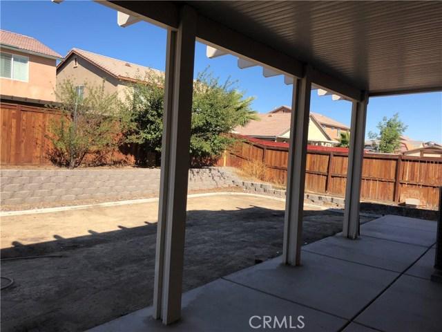 14968 Onyx Road, Victorville CA: http://media.crmls.org/medias/9e8ee4b2-f391-4052-8344-6d0efd3ca80c.jpg