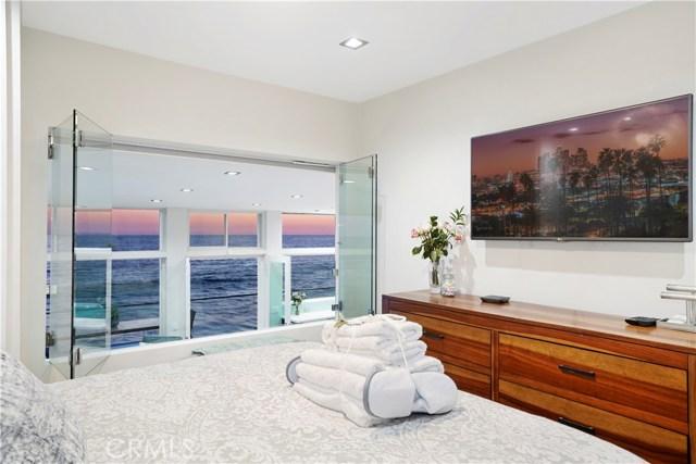 1241 Ocean Front, Laguna Beach CA: http://media.crmls.org/medias/9e9d1c27-bf71-4081-9bd0-da825004885d.jpg