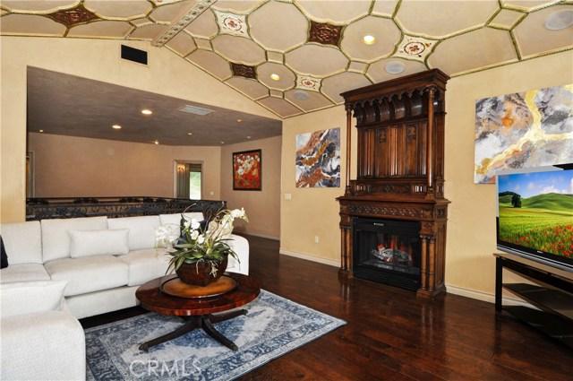 11947 Iredell Street, Studio City CA: http://media.crmls.org/medias/9ea29936-a224-4330-a3e9-e412a357e78c.jpg