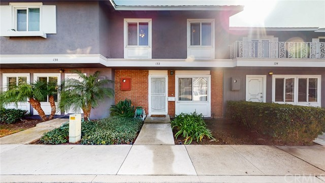 Detail Gallery Image 1 of 31 For 132 Lexington Ln, Costa Mesa,  CA 92626 - 3 Beds | 1 Baths