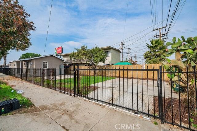 8230 Compton Avenue, Los Angeles CA: http://media.crmls.org/medias/9ec7b5ec-769e-4a20-a51d-9698202f6811.jpg