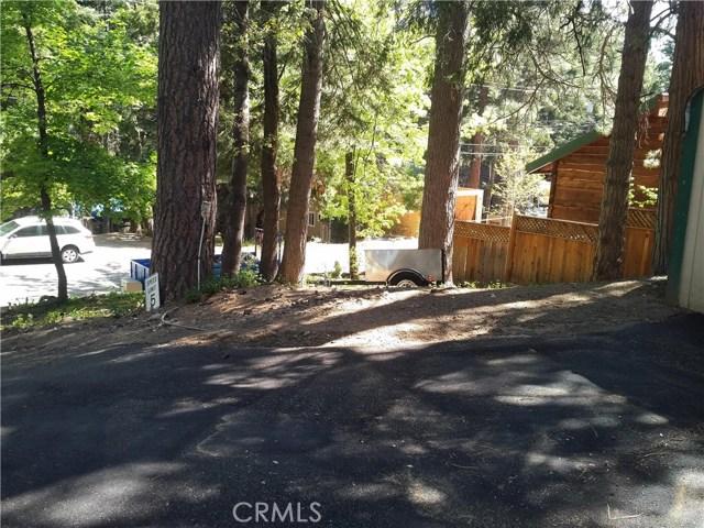 31465 Overhill Drive, Running Springs Area CA: http://media.crmls.org/medias/9ef00fee-73f3-406c-a6b5-55f5ad3d6835.jpg