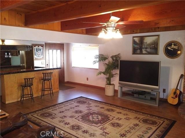 31465 Overhill Drive, Running Springs Area CA: http://media.crmls.org/medias/9ef4172d-0257-43a8-9252-ccff0f30a5ff.jpg