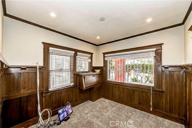 2040 W 31st Street, Los Angeles CA: http://media.crmls.org/medias/9f08461d-2a2b-4dd9-8509-539d278111c8.jpg