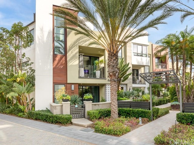 Detail Gallery Image 1 of 40 For 5901 Coral Pl, Playa Vista,  CA 90094 - 4 Beds | 1 Baths