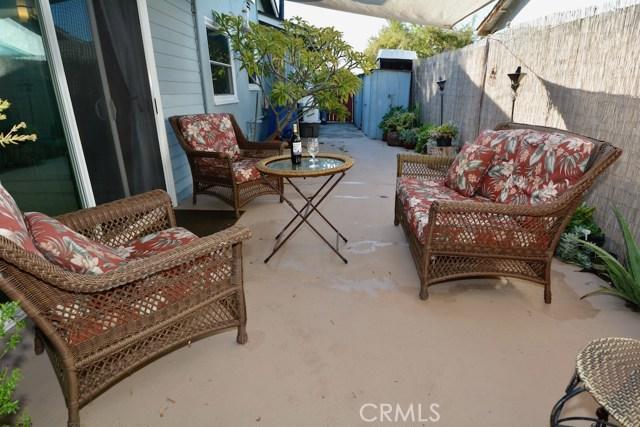 6767 Nixon Street, Lakewood CA: http://media.crmls.org/medias/9f231abb-d088-4148-bf11-c4e9eb0a0405.jpg