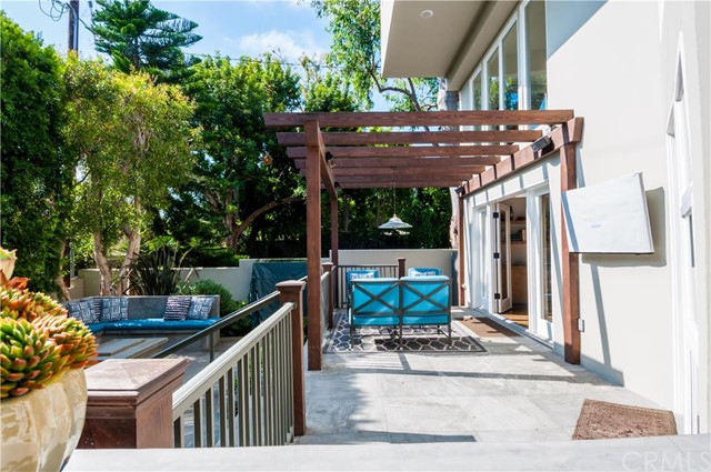 Additional photo for property listing at Beautiful Coastal Modern Home 1820 John Street Manhattan Beach, Califórnia,90266 Estados Unidos
